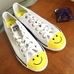 Converse Smiley face Sneakers